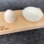 Eierbecher mit Ablageschälchen aus Buchenholz, individuelle Wunschgravur