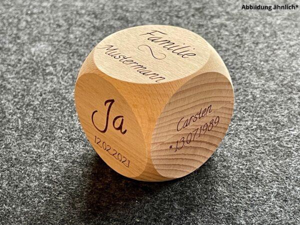 Holzwürfel mit Wunschdaten als Gravur zur Hochzeit, kreatives Geschenk, individuell und personalisiert